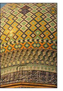 Detalhe da cúpula de um mausoléu em Shiraz