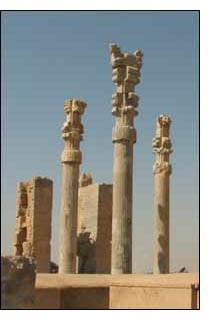 A cidade teria sido queimada por Alexandre, o Grande